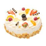 Taart is opgebouwd uit luchtige cake, slagroom en aardbeienfruffy